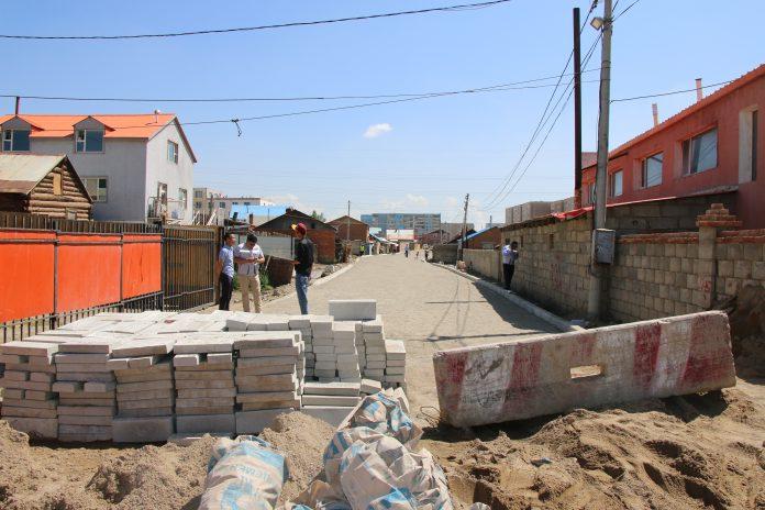 Ганц айл өрхийн газар чөлөөлөлтөөс шалтгаалан зам барилгын ажил саатаад байна undefined